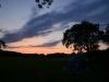 Die Sonne versinkt zur ersten Nacht des Lagers
