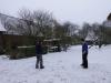 schnibbel und wabo bei der Schneeballschlacht Foto: pfeff