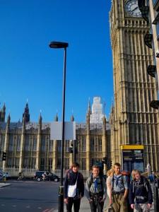 Sippe Elch in London vor dem Big Ben